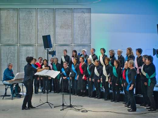 Chor «Vogelfreie», Foyer, Foto: Jiri Vurma