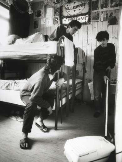 Drei jugendliche Flüchtlinge in der Asylunterkunft für Kurden in Wyssachen, März 1992. Foto: Candid Lang © StAAG/ RBA5-3-34_1-7-6_Fluechtlinge_Tuerkei_SW_2