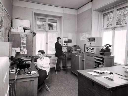Im Büro des Ringier Bilderdienstes, Zürich 1963. Foto: Walter Rutishauser © StAAG/RBA1-1-17801_3