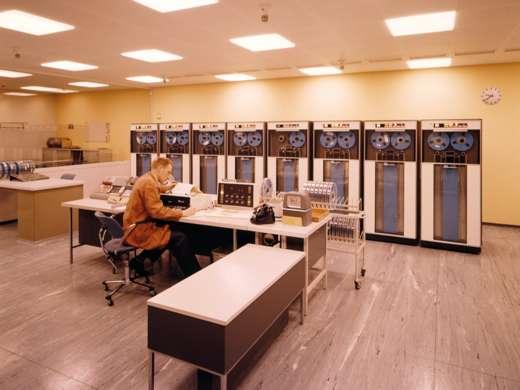 Computerraum der eidgenössischen Verwaltung, Bern, 1965. Foto: Donald Stampfli  © StAAG/RBA13-RC02359-2_16
